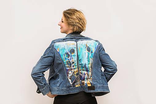 Maľovaná dámska riflová bunda s abstraktnou krajinou