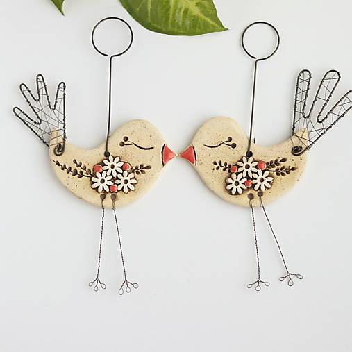 Dekorácie - vtáčik s kvetmi - 13039397_