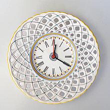 Hodiny - Vyrezávané hodiny - 13043133_