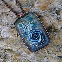 Náhrdelníky - Modrá ruža - 13041408_
