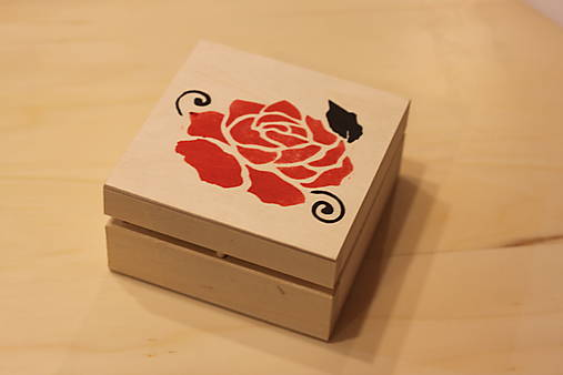 Ručne maľovaná krabička RUŽA