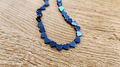 Korálky - Hematitové srdiečka 5 x 6 mm - bočný prevlek (Modrá) - 13043943_