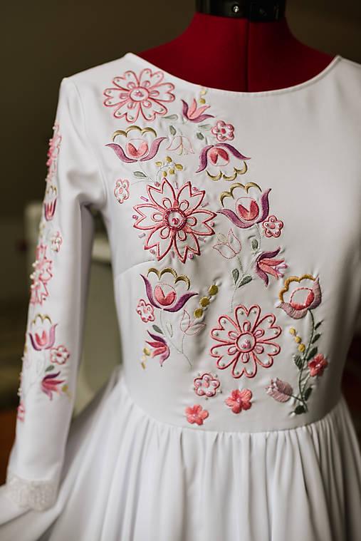 Svadobné šaty fialové kvety Vajnory