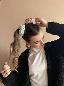 Ozdoby do vlasov - scrunchie (mäkkulinká gumička do vlasov)pistáciová - 13046257_
