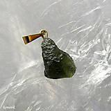 Náhrdelníky - Vltavín na pozlaceném stříbrném závěsu - 13048229_