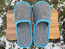Obuv - Šedé papuče so svetlomodrým lemom - 13049768_
