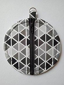Taštičky - Obal na slúchadlá s trojuholníkmi - 13057411_