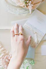 Prstene - Zlatý filigránový prsteň - Splynutie (Jantár) - 13053740_