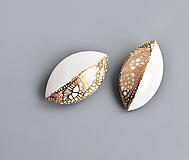 Odznaky/Brošne - Leaves porcelánová brož zlatá - 13057091_