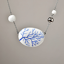 Náhrdelníky - Náhrdelník porcelán s modrou krví - 13053178_