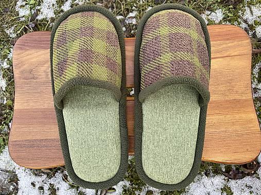 Zelené papuče so štvorcami