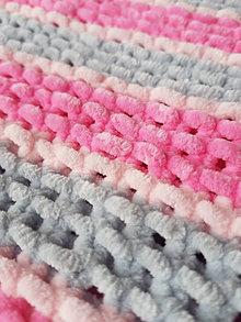 Textil - Ručně pletená žinylková deka pro miminko - pruhovaná (Ružová) - 13054986_