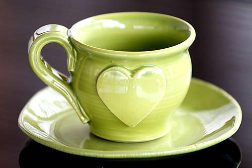 Keramická šálka so srdiečkom 100 ml zelená
