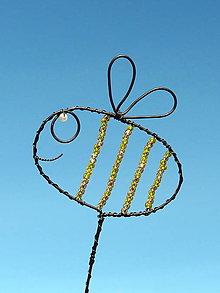 Dekorácie - veselá včielka...zápich - 13061078_