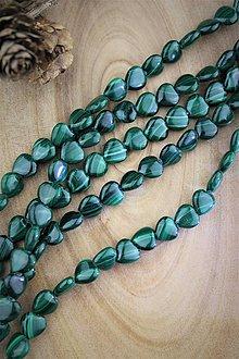 Minerály - malachit korálky srdiečka 10mm - 13061697_