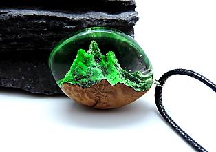 Náhrdelníky - Zelené hory - živicový náhrdelník - 13064748_