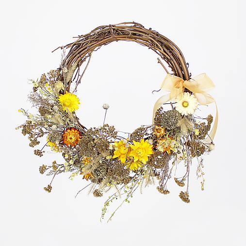 Dekorácie - Prírodný veniec zo sušených kvetov - 13065573_