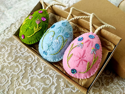 Dekorácie - Veľkonočné vyšívané vajíčka (sada 3 ks) - 13068935_