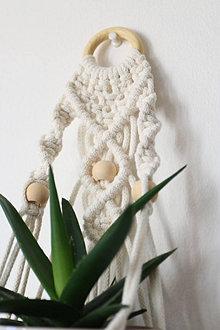 Dekorácie - Makramé držiak na kvetináč // Ľan (natural s drevenými korálkami) - 13072726_