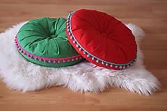 Úžitkový textil - Červený meditačný vankúš s brmbolcami - 13076528_