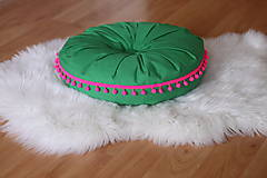 Úžitkový textil - Zelený relaxačný vankúš s brmbolcami - 13076649_