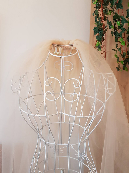 Svadobný závoj - jemná oriešková farba