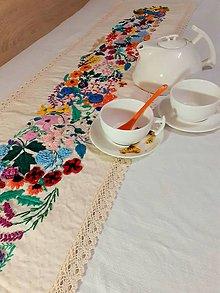 Úžitkový textil - Rozkvitnutá štóla, bohatá objemová výšivka - 13079972_