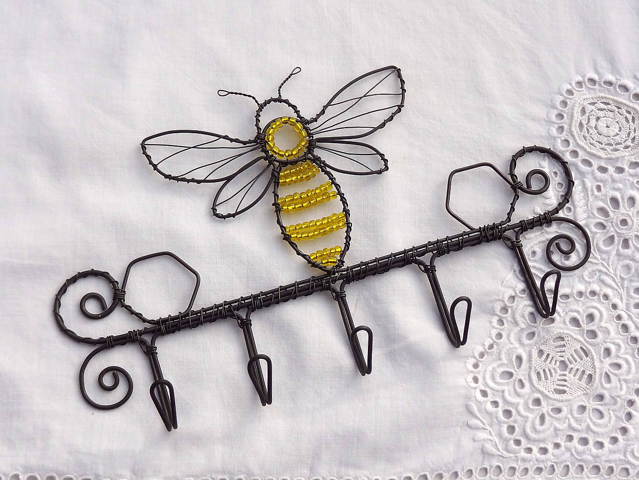 včela....vešiak na kľúče