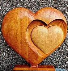 Dekorácie - Drevorezba Srdce v srdci - 13080609_