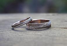 Prstene - Dva snubné v zlate s textúrou - 13086944_