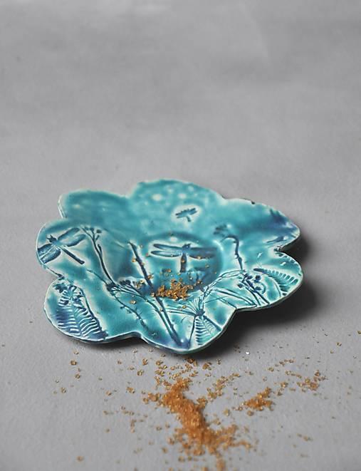 tanierik, podšálka kvet príroda