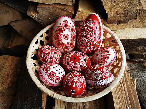 Dekorácie - Sada červeno bielych kraslíc - 13089263_