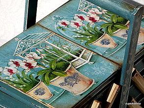 Nábytok - Drevený kufrík v belasej farbe - 13089690_