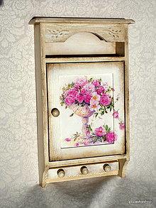 Krabičky - Skrinka na kľúče ružičky - 13089723_