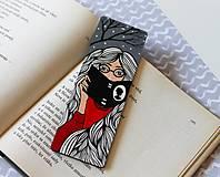 Papiernictvo - Drevená záložka do knihy - Knihomoľka - 13096497_