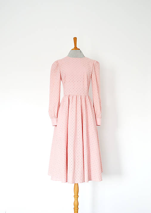 Kvietkované madeirové šaty s riasenou sukňou (ružová)