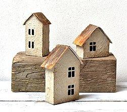 Dekorácie - Drevené domčeky - Staré,opustené domy - sada 3 kusy - 13100129_
