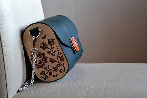 Drevená folk kabelka kožená Dorka a kvety Odzuzičky (Smaragdovozelená)