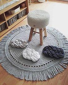 Úžitkový textil - BOHO style háčkovaný koberec  (priemer 75cm + strapce (90cm)) - 13114672_