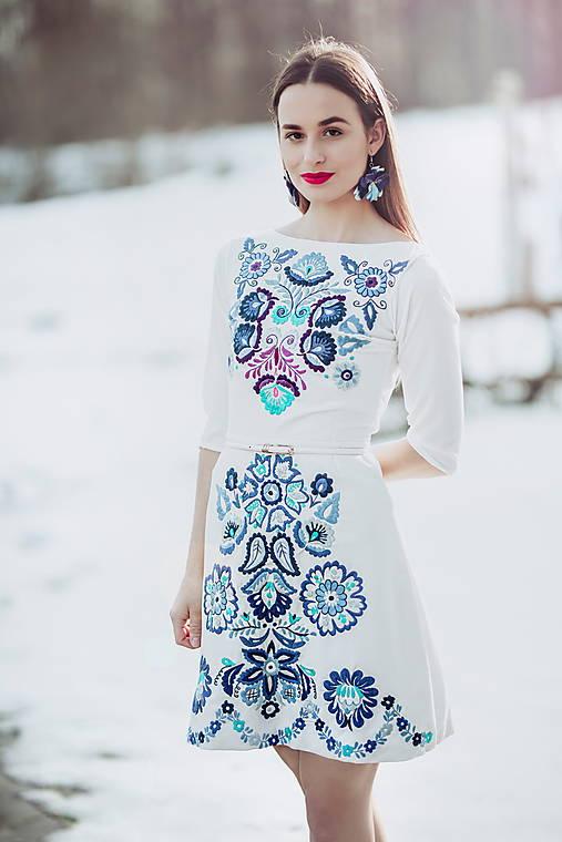 bielo modré vyšívané šaty krátke Očovianka