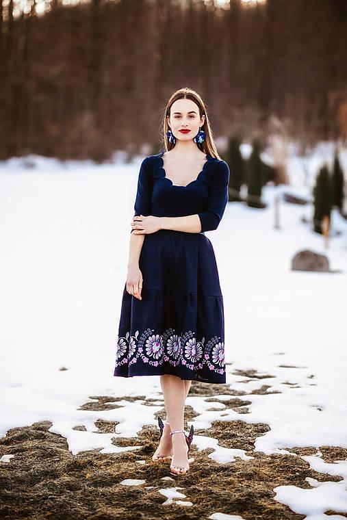 tmavo modré šaty Očovianka