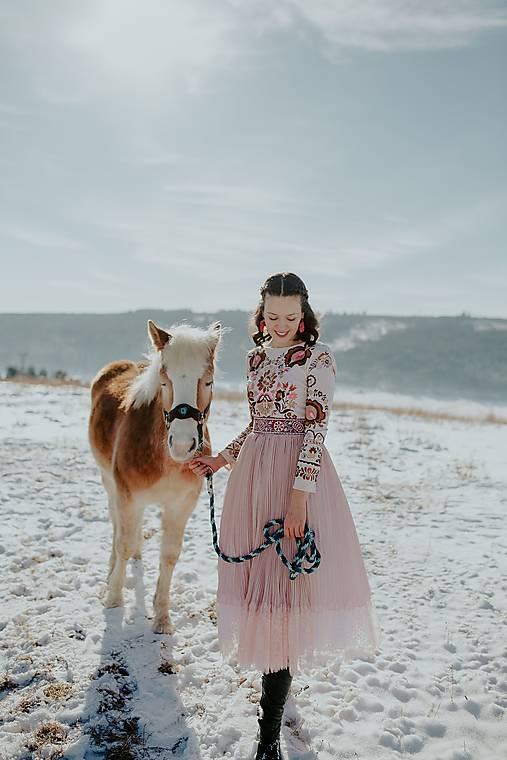 ružové plisované šaty Očovianka