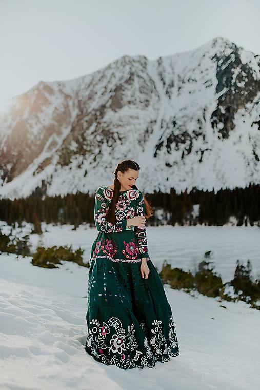 tmavozelené vyšívané šaty Očovianka