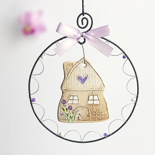Dekorácie - rozkvitnutý jarný domček vo fialovom šate - 13123033_