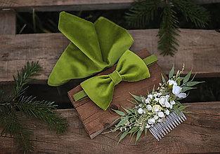 Doplnky - Zamatový hráškovo zelený set: pánska vreckovka obojstranná a zamatový motýlik - 13126440_