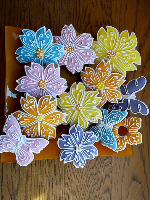 Dekorácie - Jarné kvietočky  - medovníčky 12 kusov - 13126950_