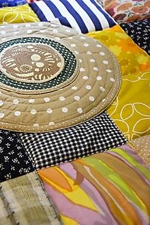 Úžitkový textil - Prehoz štvorce - aplikácie kruhy - 13127097_