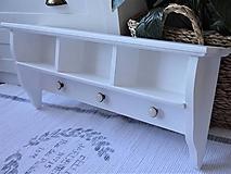 Nábytok - Polica s porcelánovými knopkami - 13129317_