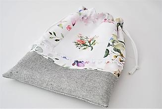 Úžitkový textil - Vrecúško s výšivkou KVETY - 13130104_