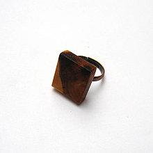 Prstene - Prsteň s dreveným očkom - slivkový kvádrik - 13135917_